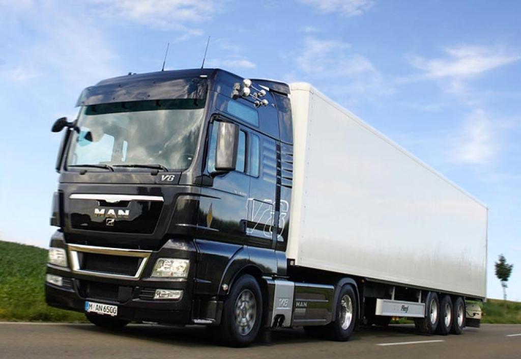 Caminhões pesados têm restrição de tráfego durante feriados prolongados.