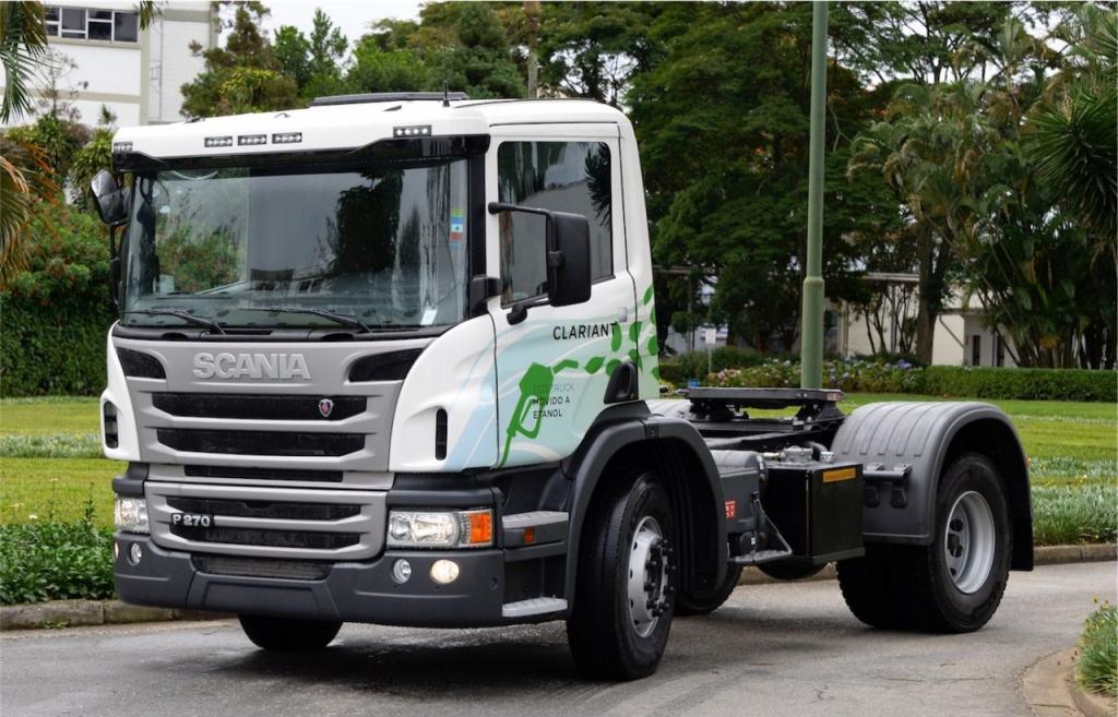 Caminhão com motor etanol