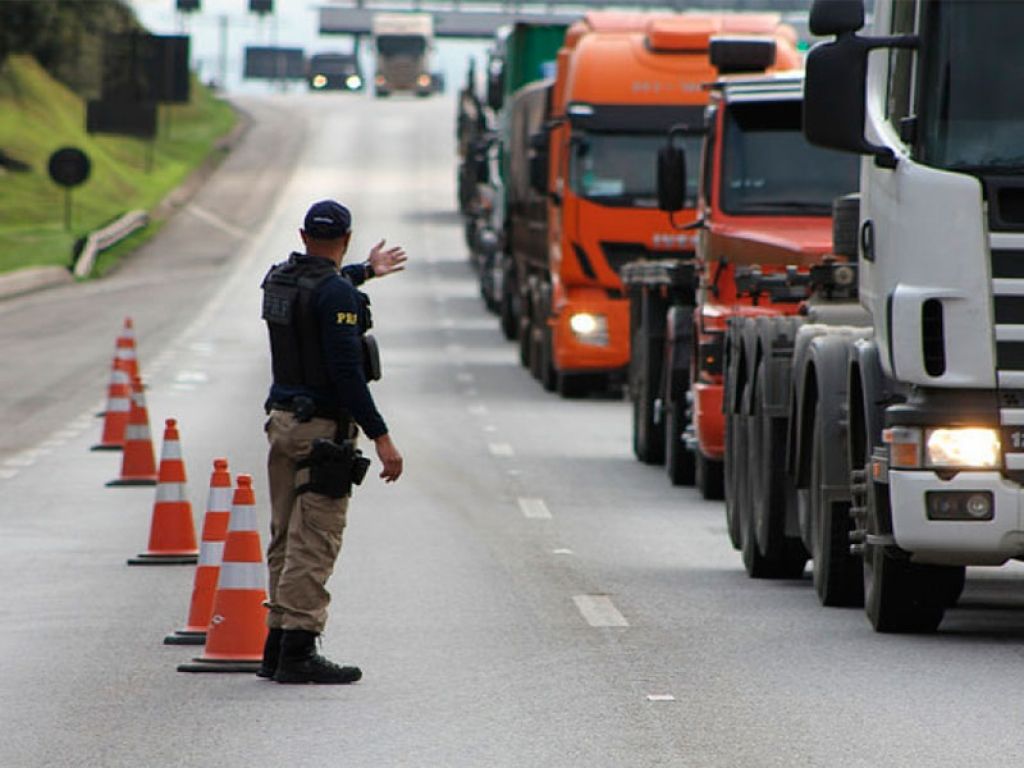 Identificação eletrônica de caminhões dará informações precisas sobre transporte de cargas no Brasil.