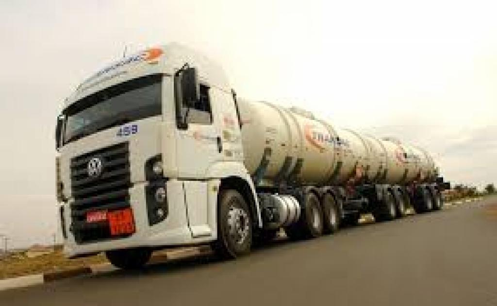 Os cuidados com o transporte de combustível.