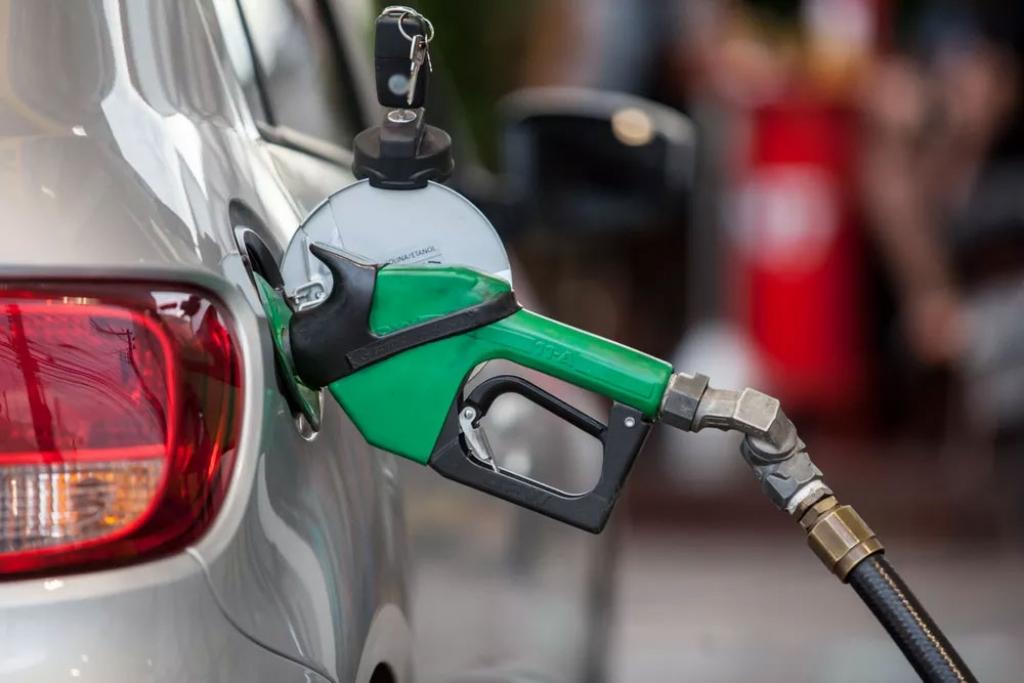 Preço médio do diesel e da gasolina sobe nas bombas