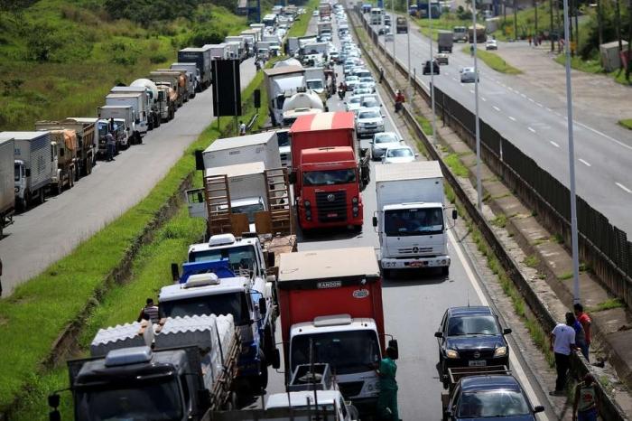 Quase um mês após o fim da greve dos caminhoneiros, preço dos fretes é atropelado.