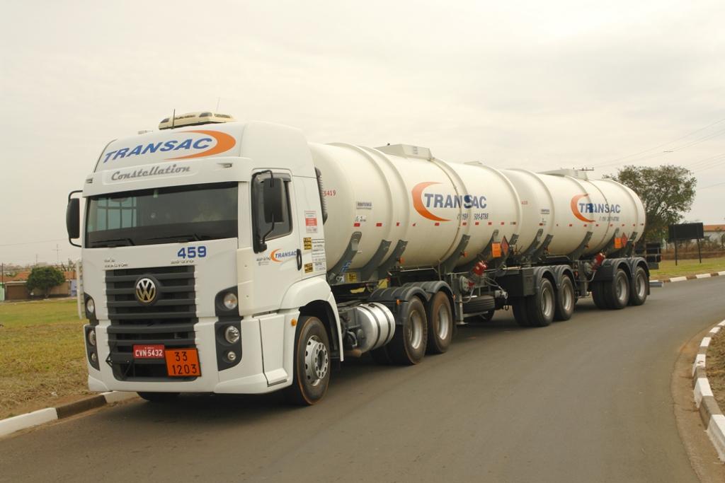 Governo anuncia R$ 2 bi para rodovias e crédito para caminhoneiro autônomo
