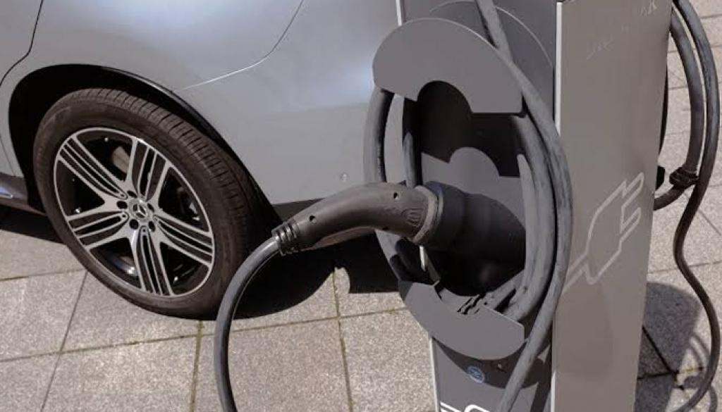 Carros movidos a combustão podem ser proibidos no Brasil
