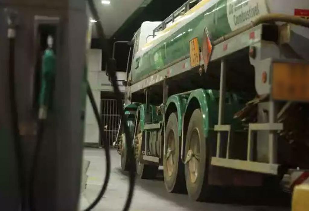 Caminhoneiros querem diesel congelado, para cálculo do frete.